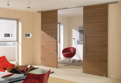 Les portes coulissantes en bois amènent un look classique.